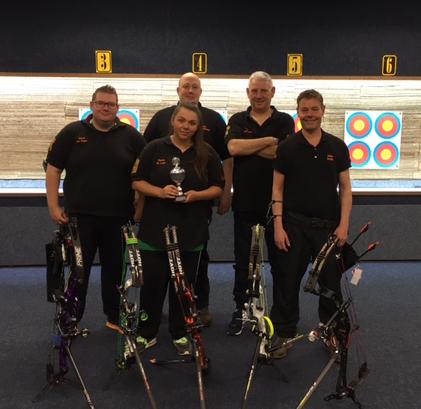 Compound team. Jasper, Sanne, René, Ton en Jules